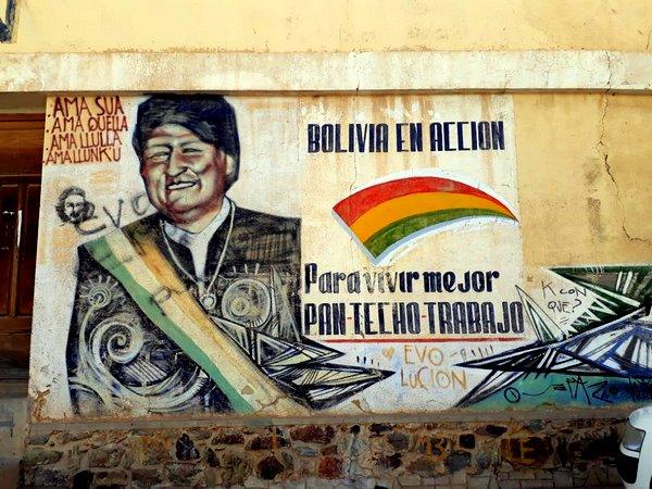 Murilo Matias e Igor Veloso, de La Paz: Bolivianos decidem se a inscrição na parede 'aqui o povo manda e o governo obedece' seguirá valendo; vídeo sobre a votação hoje