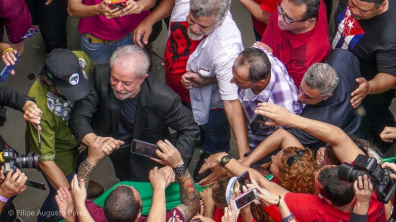 Inclusão de Lula em pesquisa tira metade dos votos de Ciro Gomes e 6 pontos de Jair Bolsonaro