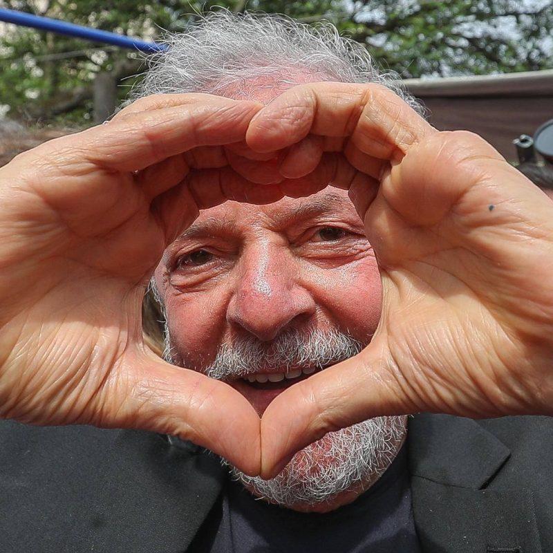 Mino Carta pede a Lula que apoie Guilherme Boulos