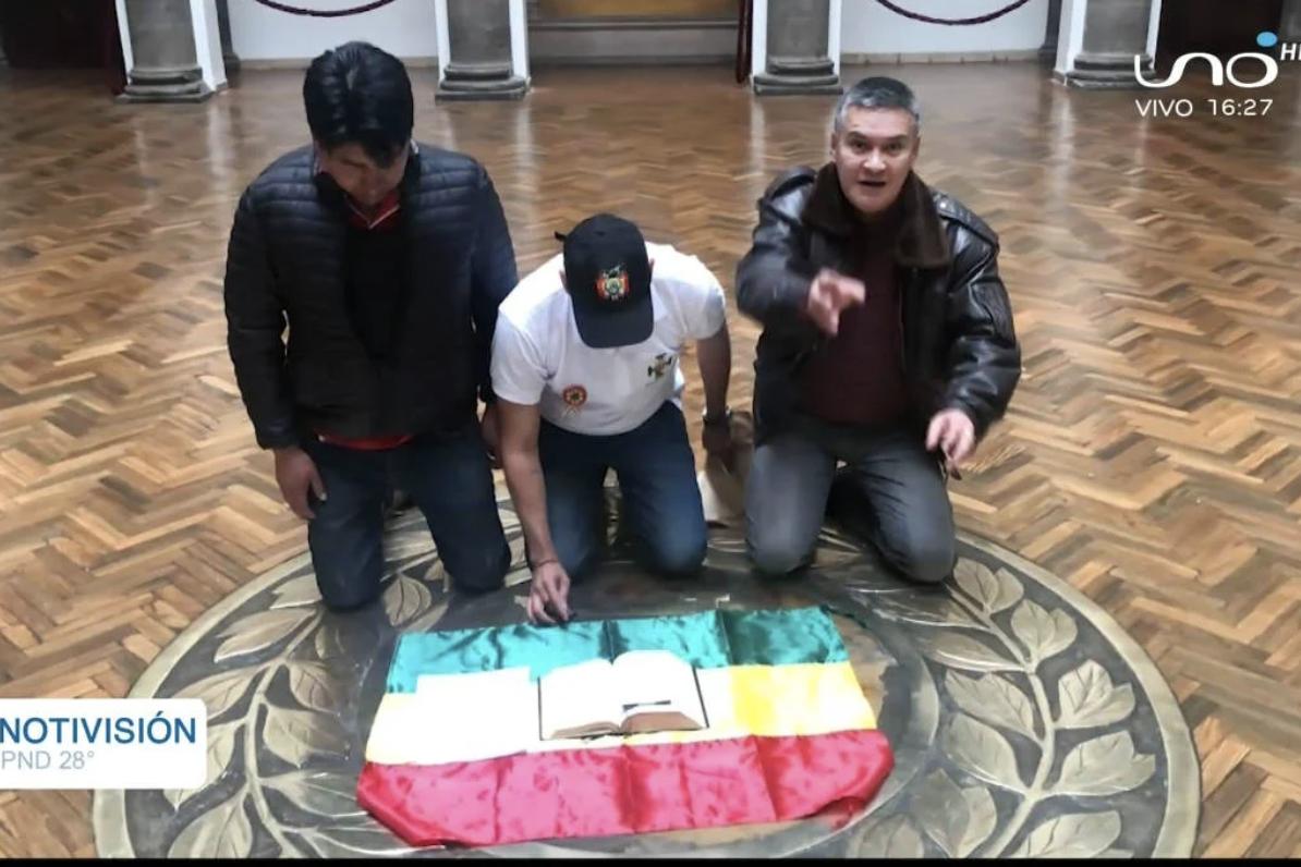 Telesur transmite ao vivo o vazio de poder na Bolívia; país está paralisado