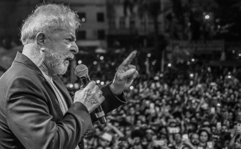 Decisão do TRF-4 afronta STF e abre espaço para Moro e Bolsonaro golpearem mais fundo a democracia