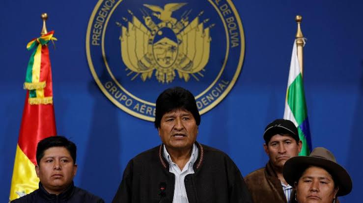 Telesur transmite ao vivo o golpe miliciano na Bolívia: polícia ameaça prender Evo