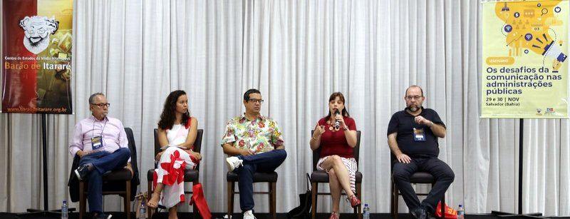 Renata Mielli, Nina Santos, Carlos Tibúrcio e Leandro Fortes debatem a força e os perigos das redes sociais; veja como foi