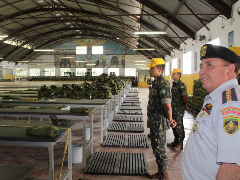 """General que """"sugeriu"""" a Evo Morales renunciar visitou a Brigada de Paraquedistas no Rio em outubro"""