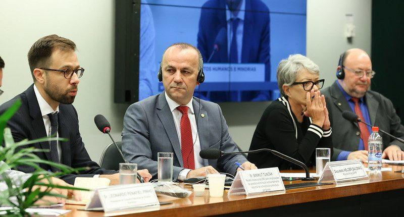Impacto dos resíduos tóxicos na saúde dos mais pobres: Relator da ONU comove-se com o que ouviu em audiência na Câmara; íntegra