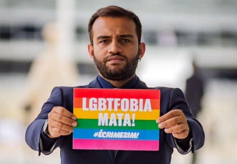 Deputado do PSOL protocola ação contra Bolsonaro por LGBTFobia: Crime imprescritível; leia a íntegra