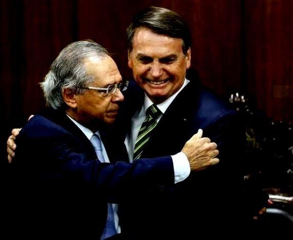 Esther Solano: Elite limpinha, cheirosa, não gosta da barbárie exposta de Bolsonaro, mas adora a escondida de Guedes