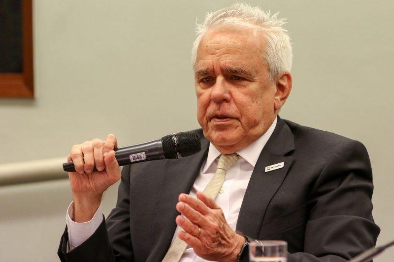 O Globo atiça Castello Branco contra Bolsonaro, enquanto ações da Petrobras derretem 20%