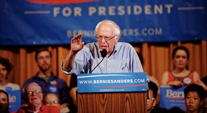 Bernie Sanders assume liderança e mira nos jovens com promessa de ataque ao 1% dos ricos para mudar os EUA
