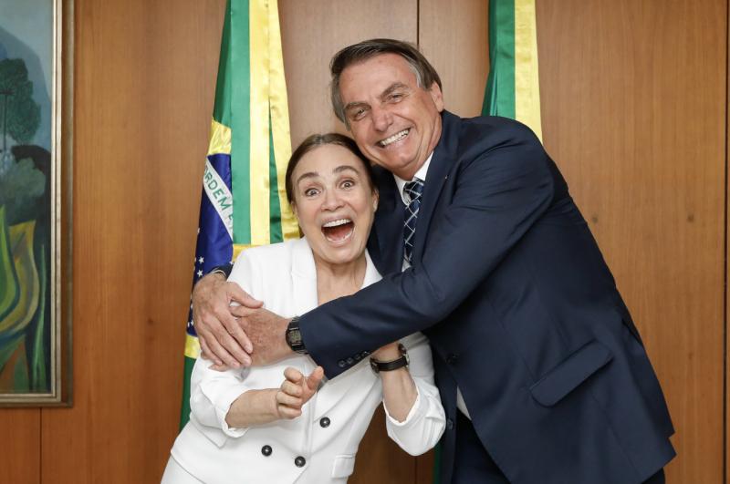 Depois de avalanche fake sobre lei Rouanet, bolsonaristas descobrem que Regina Duarte deve R$ 319 mil por lei Rouanet, denuncia deputada