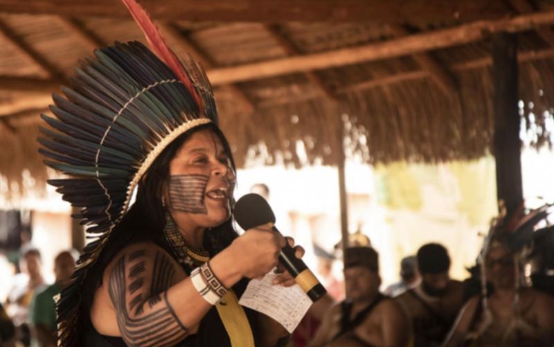 """Sonia Guajajara anuncia processo contra Bolsonaro por racismo: """"É preciso dar um basta a esse perverso!"""""""