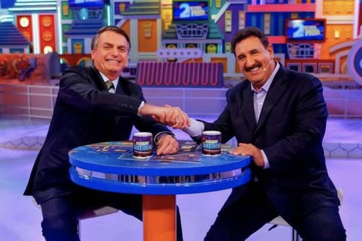 Com Ratinho, com tudo, Bolsonaro devolve a fome ao Brasil mas faz que a culpa não é dele: Bolsa Família recua a patamar de 2010, com 494 mil na fila