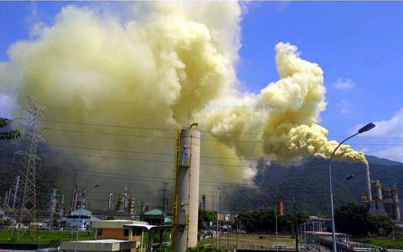 Efetivo reduzido e falta de manutenção preventiva causam vazamento na refinaria da Petrobrás, em Cubatão; vídeo