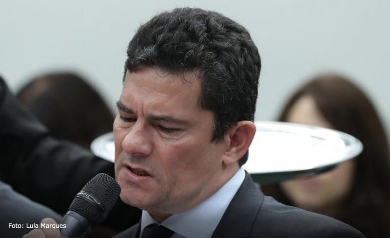 """Henrique Fontana pede que Sergio Moro dê proteção a Fabrício Queiroz: """"Ele pode ser morto a qualquer momento""""; vídeo"""