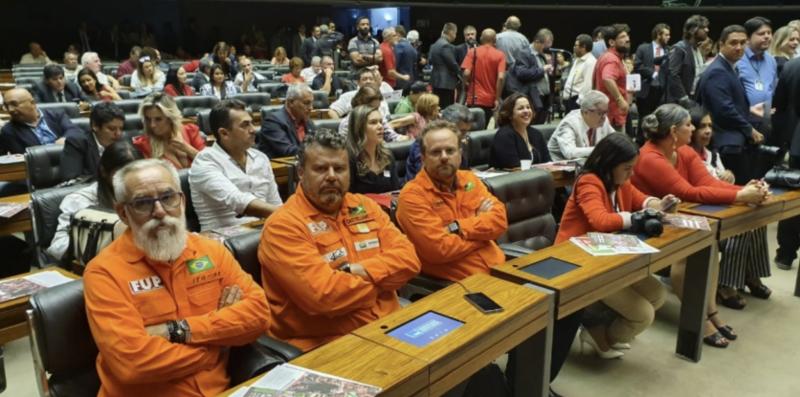 Sindipetro faz ato na Refinaria de Cubatão: Precisamos do apoio de toda a população; vídeo
