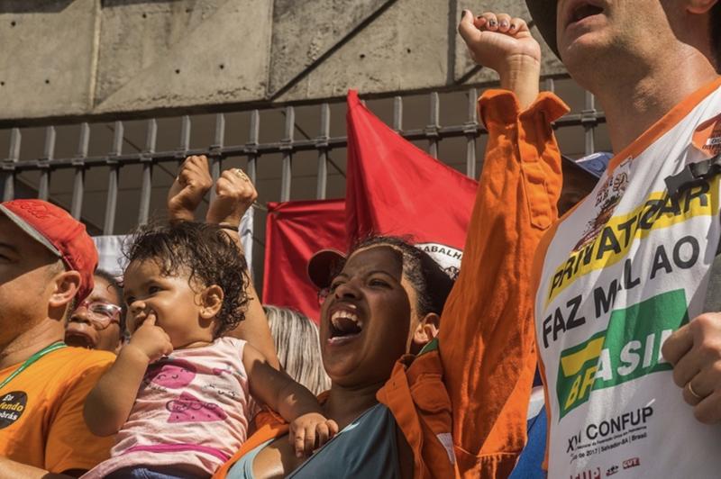Petroleiros: Mesmo com silêncio da mídia, adesão à greve continua crescendo
