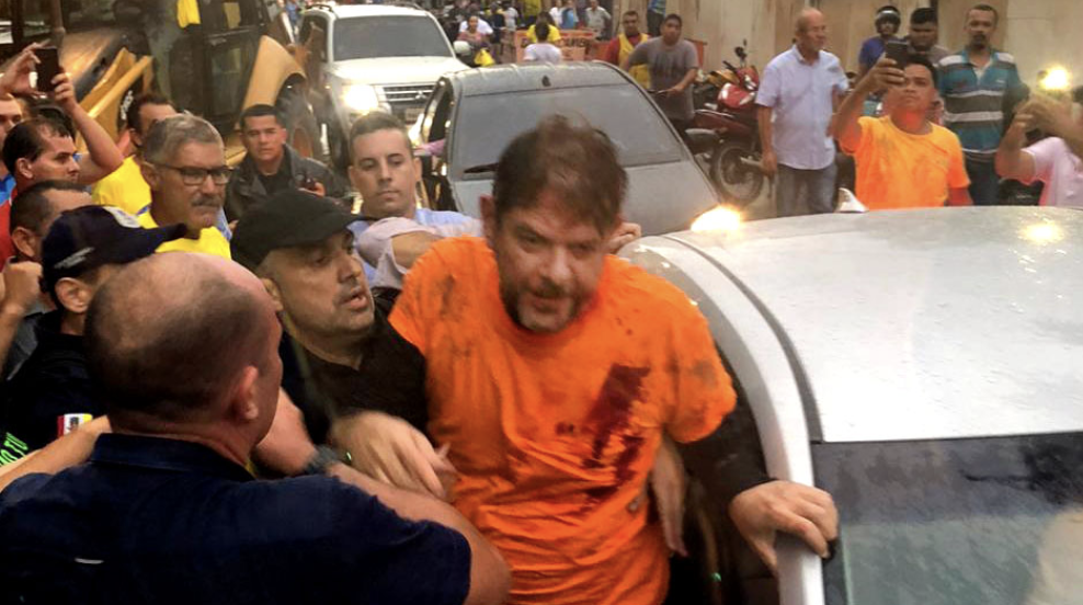Ao furar bloqueio de policiais grevistas no Ceará, Cid Gomes toma dois tiros, mas não corre risco de morrer; vídeo