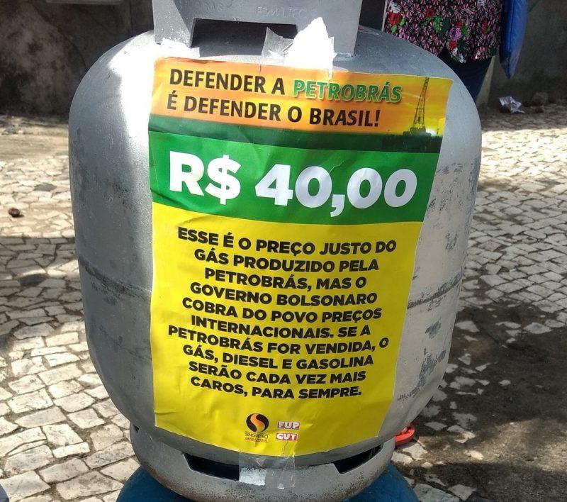 Vendendo botijão de gás a R$ 40, petroleiros escancaram política econômica de Bolsonaro para os de cima