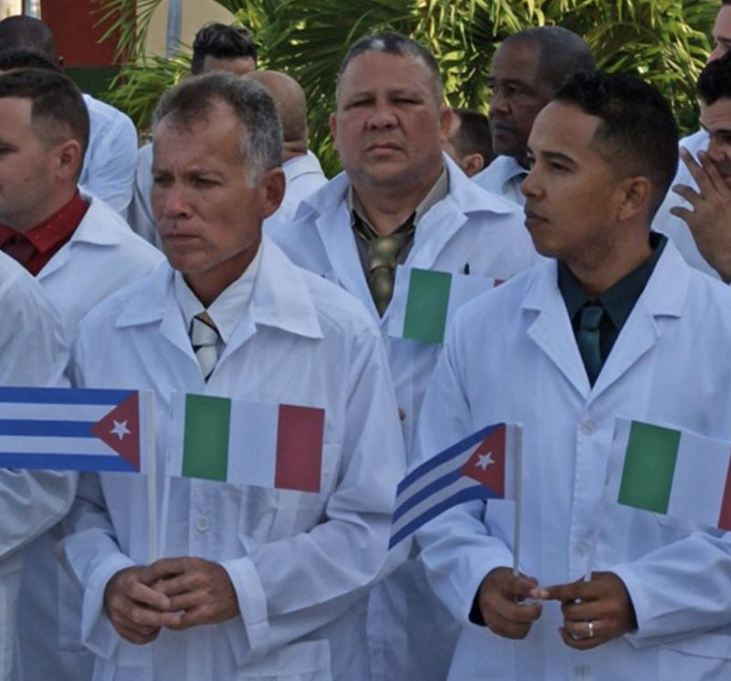 Dilma: A celebração pela chegada dos médicos cubanos à Itália