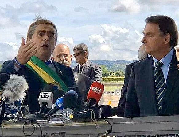 Eliara Santana: Por que a mídia corporativa brasileira merece as bananas do Jair