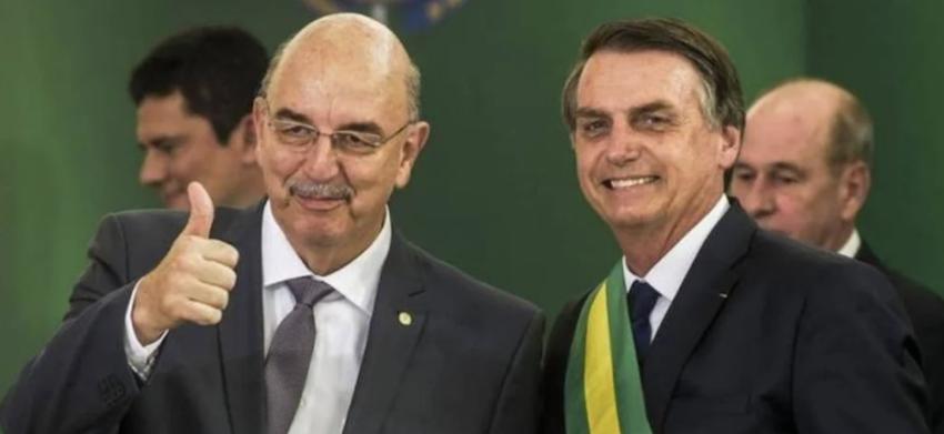 """Bolsonaro afasta Mandetta, entrega o SUS a um """"empresário da saúde"""" e é alvo de panelaço; vídeos"""