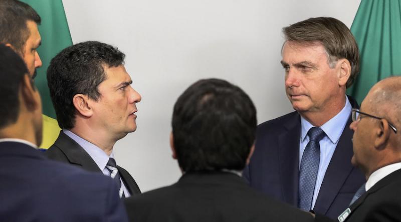 Bolsonaro quer saber detalhes de investigações em andamento, diz Moro ao pedir demissão; troca é recebida com panelaço e dólar a R$ 5,70