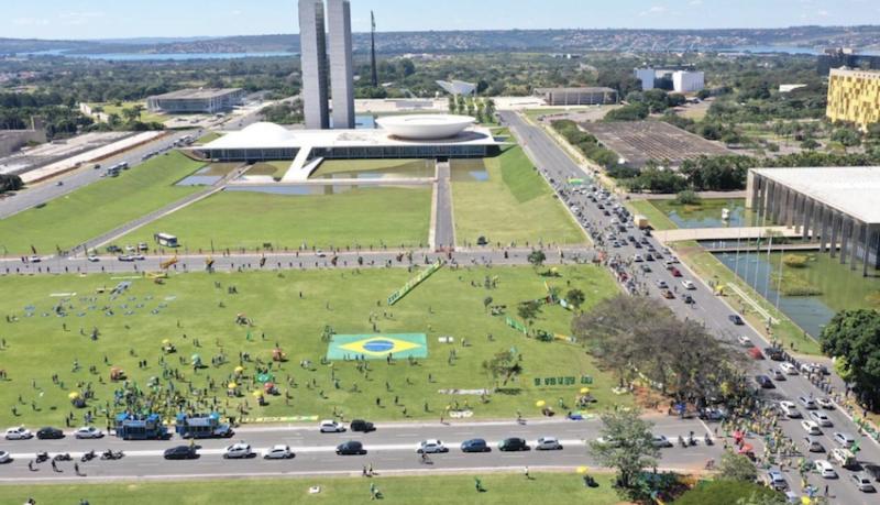 """Consórcio com Exército e apoio """"fake"""" permitem a Bolsonaro trocar chefe da PF em sua base eleitoral"""