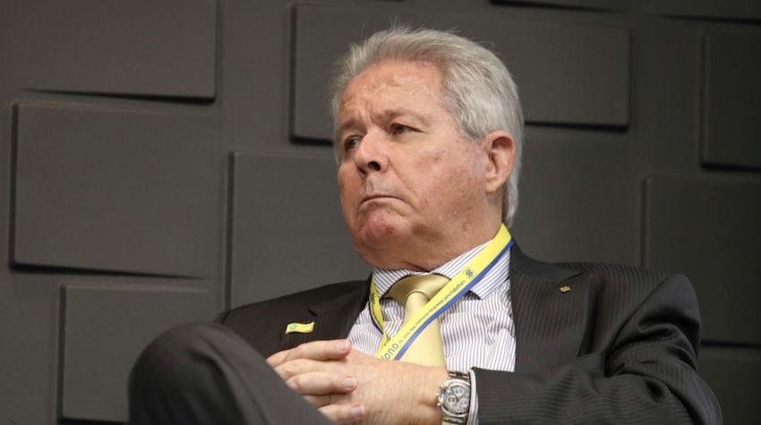"""Bolsonaro nada propôs sobre pandemia, mas presidente do BB previu na reunião: """"O tal do pico já passou"""". Um mês depois, número de casos multiplicou por sete"""