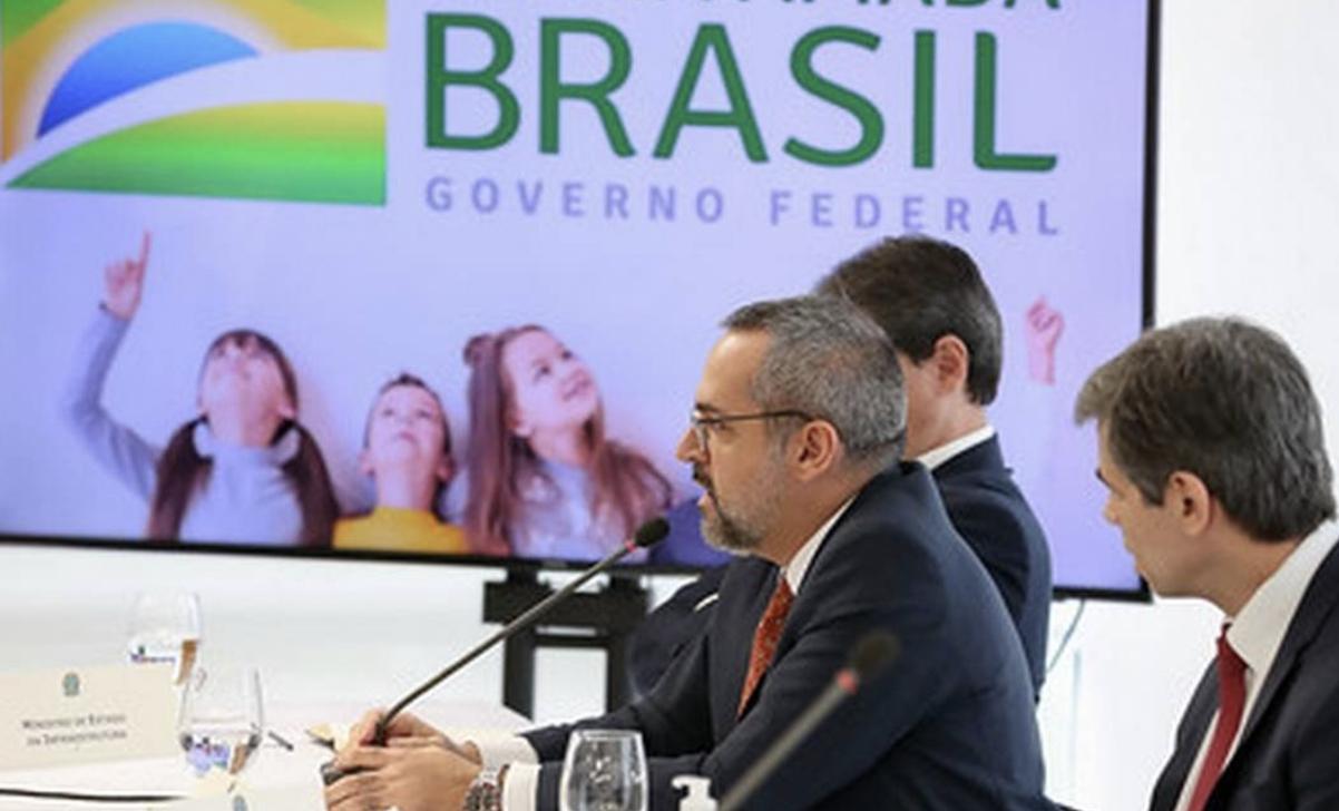 """Alexandre de Moraes pede oitiva de Weintraub sobre os """"vagabundos do STF"""""""