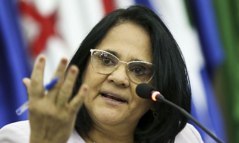 Damares alega não ser urgente tratar de covid-19 nas prisões e cancela reunião; comitês de combate à tortura denunciam