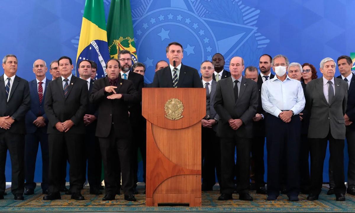 Marcelo Zero: Para a fantasia de Bolsonaro, só faltam as camisas negras de Mussolini