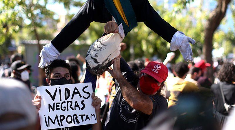"""Elika Takimoto: """"Errado aqui é só quem apoia Bolsonaro"""""""