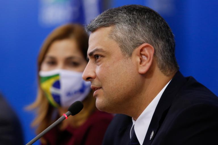 Olavista, pró-cloroquina, contra os direitos sexuais e reprodutivos das mulheres assume no Ministério da Saúde