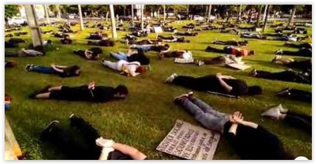 """Em Maringá, ato contra o racismo evoca a cruel realidade: """"A carne mais barata do mercado é a negra""""; vídeo"""