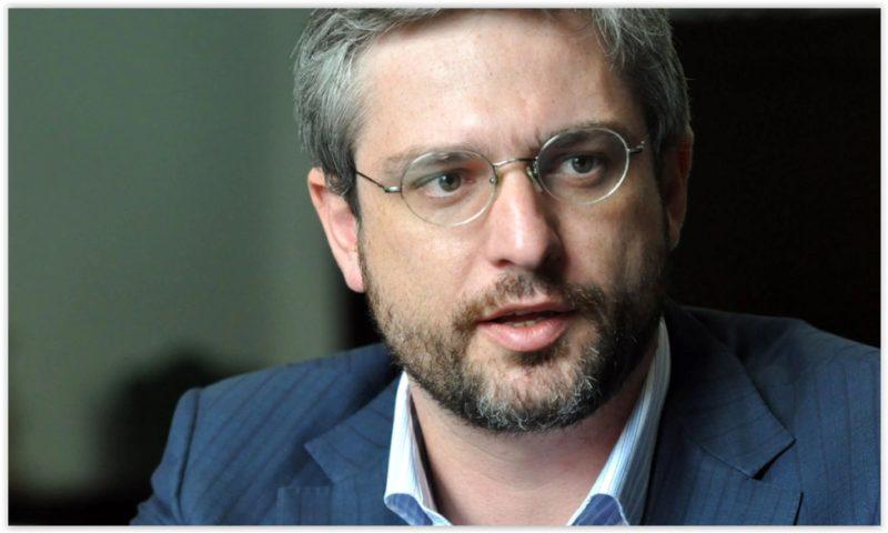 Adriano Massuda: Exército está desmontando as engrenagens do SUS