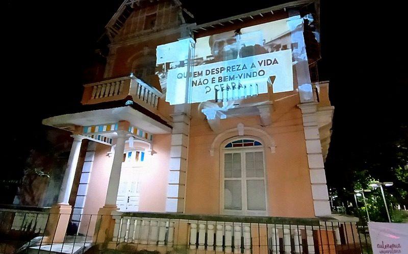"""Médicos protestam contra visita de Bolsonaro ao Ceará: """"Mais de 50 mil mortos. Brasil na UTI""""; fotos e vídeo"""