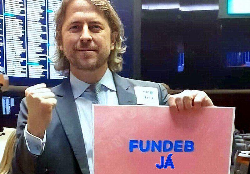 Zeca Dirceu: Aprovação do Fundeb com apenas 7 votos contra, magistral reação à destruição dos investimentos na Educação