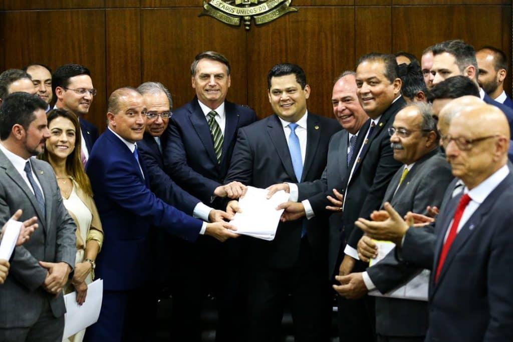 Antiqueira e Gomes: Destruição dos serviços públicos, o verdadeiro nome da reforma de Bolsonaro e Guedes