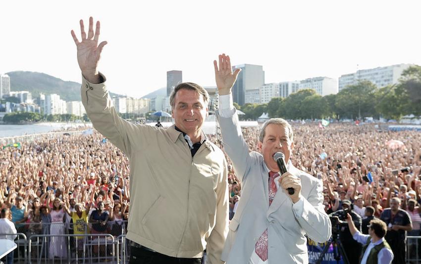 Bolsonaro faz veto fake a projeto que anistia dívida das igrejas