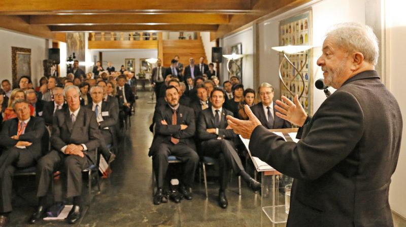 Após 5 anos de devassa, Lava Jato de Curitiba admite que palestras de Lula eram legais