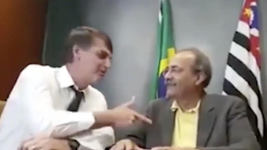 Senador flagrado com dinheiro entre as nádegas foi com Bolsonaro a Israel e recebeu homenagem do presidente no Dia do Soldado; vídeos