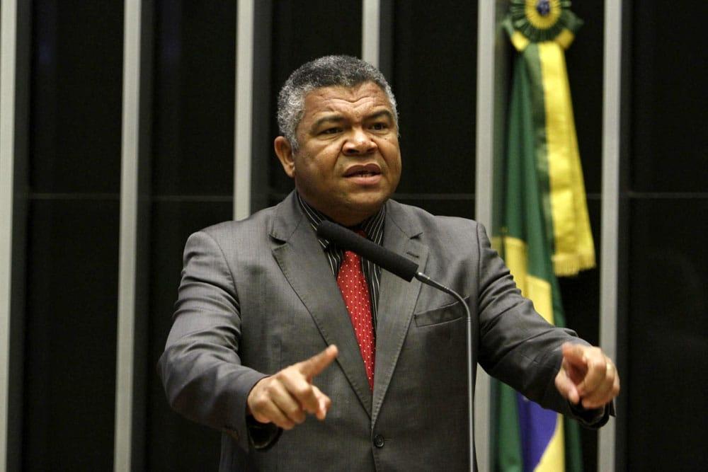 Valmir Assunção: Em vez de demonizar o servidor público, é hora de questionar a lógica da meritocracia, dos cargos vitalícios e familiares