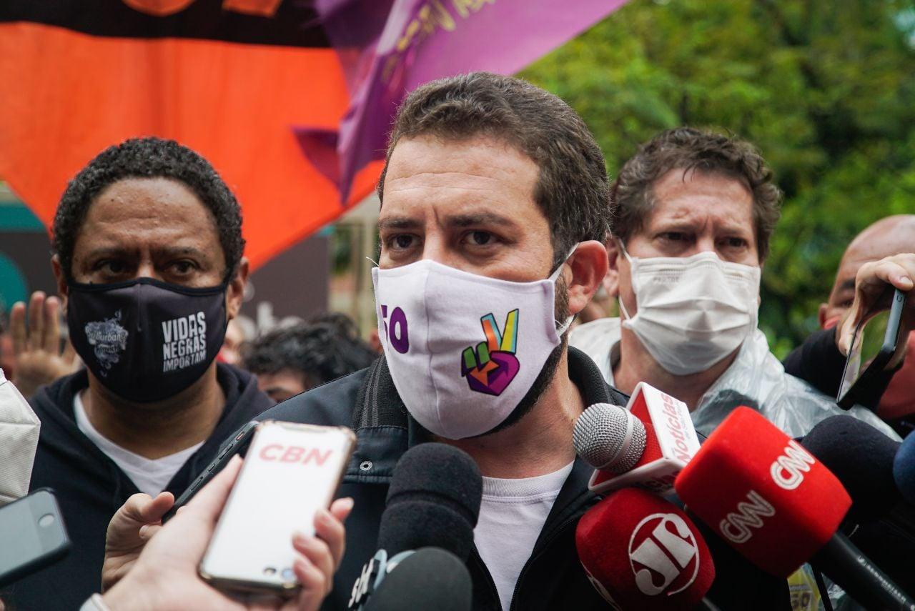 Boulos testa positivo para covid, Globo cancela debate e Erundina diz: 'está na mão da militância e da juventude. Vamos virar!'; vídeo