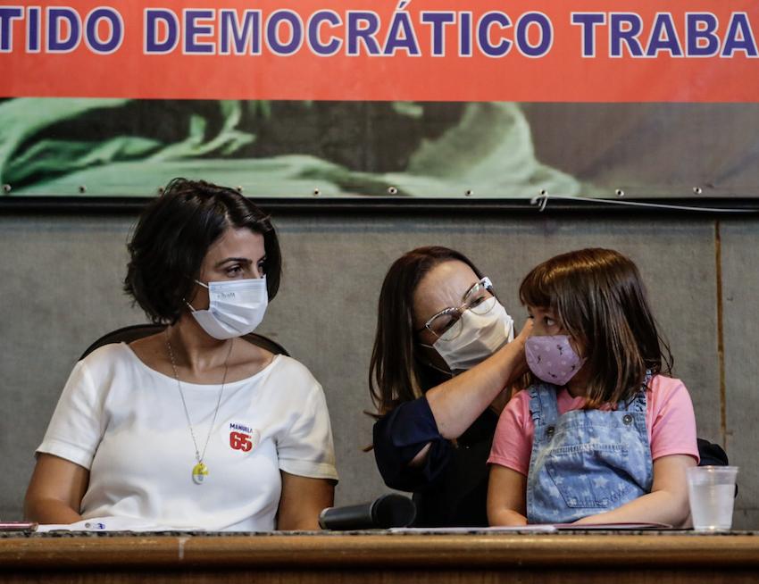 Manuela: Acordo com PDT em Porto Alegre envolve escolas de turno integral, creches e freio na privatização