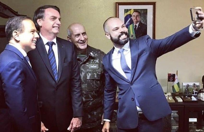 Alegria de Covas em selfie faz internautas relembrarem aliança de Doria com Bolsonaro