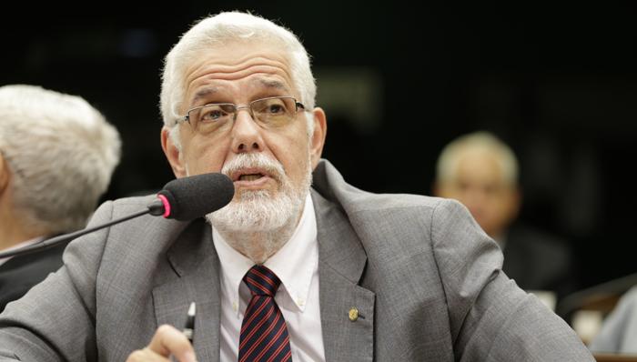 Solla denuncia: Orçamento de Bolsonaro para 2021 esquece da pandemia e ainda reduz dinheiro do SUS para outros serviços; vídeo