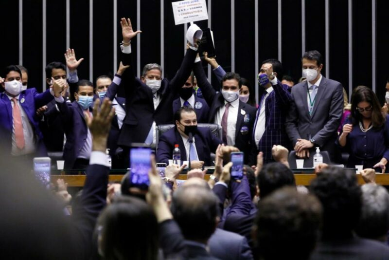 Minutos após ser empossado, Lira dá o primeiro golpe no PT, PSDB e Rede; oposição vai ao STF