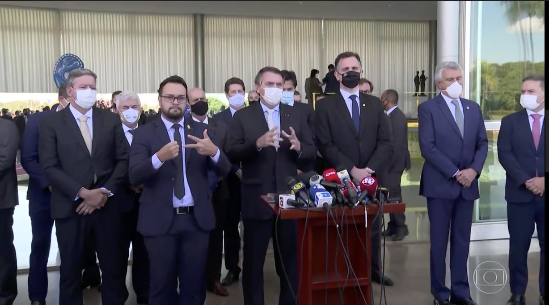 Eliara Santana: JN dos 301 mil mortos por covid cheira acordo; nenhuma imagem forte ou fonte combativa