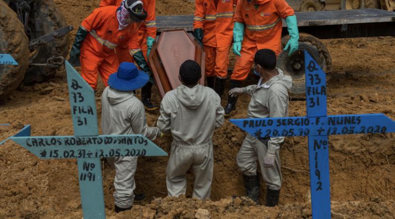 Jeferson Miola: Com Brasil chegando aos 300 mil mortos, ministro tenta afastar Forças Armadas do genocídio