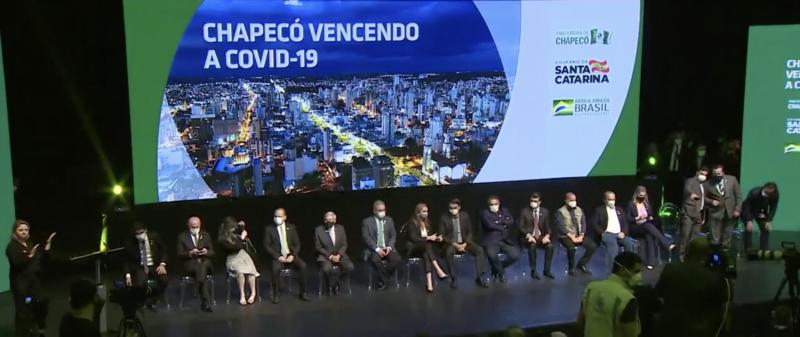 """Chapecó, """"modelo"""" de Bolsonaro, tem índice de mortalidade maior que o da região, de Santa Catarina, do Sul e do Brasil"""
